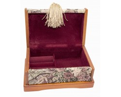 Шкатулка деревянная с гобеленом